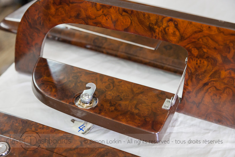 Restauration boiserie de Jaguar MKII – Classic Dashboards France